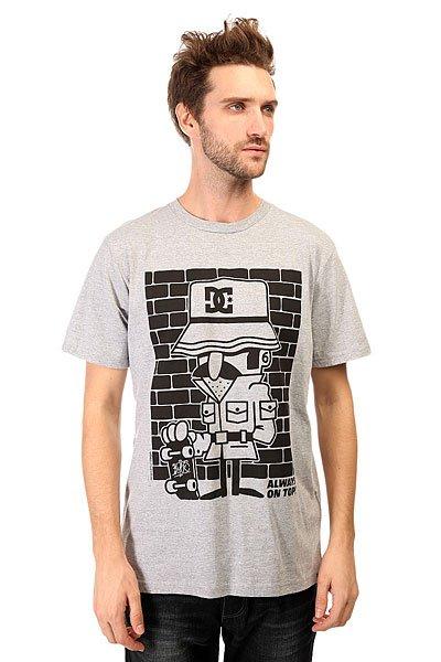 Футболка DC 123 Instigate S Tees Heather GreyОднотонная футболка с дизайнерским принтом от совместного сотрудничества DC и 123Klan.Технические характеристики: Короткие рукава.Свободный крой.Мягкая на ощупь ткань.Графический принт от DC и 123Klan.<br><br>Цвет: серый<br>Тип: Футболка<br>Возраст: Взрослый<br>Пол: Мужской