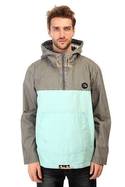Анорак Quiksilver Surf Jacket CastlerockЛегкий мужской анорак для защиты от дождя и ветра.Характеристики:Удобный универсальный крой.Регулируемый фиксированный капюшон. Карман-кенгуру. Молния до середины груди.Регулировка ширины подола.<br><br>Цвет: серый,голубой<br>Тип: Анорак<br>Возраст: Взрослый<br>Пол: Мужской