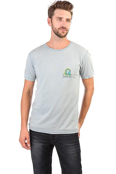 Футболка Quiksilver Storm Tees Flint StoneНасыщенные цвета, разнообразные яркие принты и комфортная ткань в коллекции футболок от Quiksilver.Технические характеристики: Короткие рукава.Свободный крой.Декоративная строчка на рукавах и на подоле.Контрастный тропический принт.<br><br>Цвет: голубой<br>Тип: Футболка<br>Возраст: Взрослый<br>Пол: Мужской