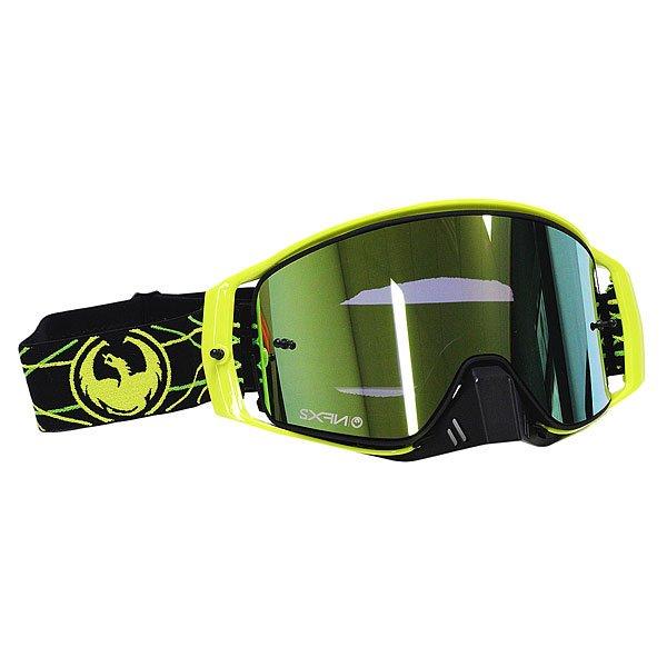 Маска для сноуборда Dragon Nfx2 Pinned Smoke Gold/YellowСозданная на основе NFS маска Dragon NFX2 обладает чуть меньшим размером и по формеподходитбольшему количеству людей. Благодаря инновационной технологии быстрой замены линзы всего с помощью двух скрытых в оправе рычагов Вы с легкостью сможете переставить линзу, быстро реагируя на смену погодных условий. Но несомненным плюсом этой маски является запатентованная безоправная технология благодаря которой NFX2 снабжены сферической линзой с отличным периферийным и вертикальным обзором.Характеристики:Технология быстрой замены линз Swiftlock.Надежная система вентиляции Armored Ventilation. Безоправная конструкция.Сферические линзы из поликарбоната. Покрытие Super Anti-Fog предотвращает запотевание линзы. Трехслойная пена с гипоаллергенной подкладкой из микрофлиса. 100% защита от ультрафиолета. Улучшенная циркуляция воздуха. База кривизны линзы 6: превосходная четкость без искажений. Регулируемый ремешок.Маска совместима со шлемом. Medium Fit - маска среднего размера.<br><br>Тип: Маска для сноуборда<br>Возраст: Взрослый<br>Пол: Мужской