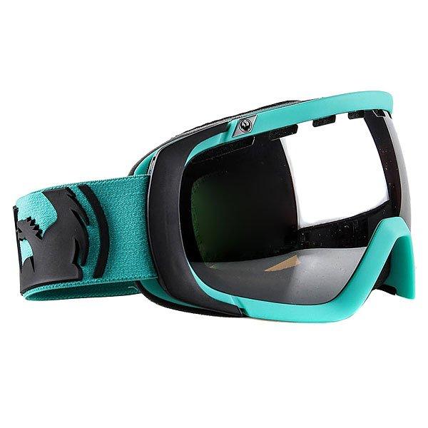 Маска для сноуборда Dragon Rogue Solid Teal Jet IonizedСтильная маска с двойной сферической линзой и отличной системой вентиляции. Благодаря сферической форме, линза обеспечивает отличный периферийный обзор без искажений.Технические характеристики: Оптически корректные сферические линзы.Трехслойная пена.Комфортный уплотнитель из микрофлиса.100% защита от ультрафиолета.Технология против запотевания Super Anti-Fog.Эластичная полиуретановая оправа.Совместима со шлемом.Регулируемый ремень.Линза Jet Ionized устраняет яркий, резкий солнечный свет.<br><br>Тип: Маска для сноуборда<br>Возраст: Взрослый<br>Пол: Мужской