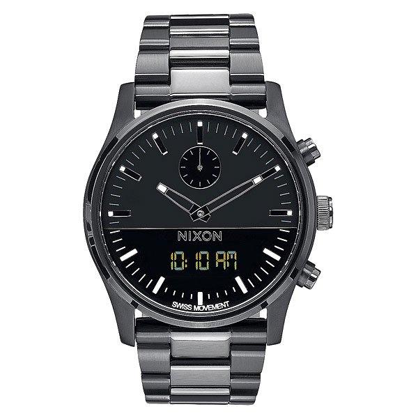 Кварцевые часы Nixon Duo All BlackСинхронизированный дизайн Ana-Digi с цифровой функцией в классическом исполнении.Технические характеристики: Швейцарский аналоговый и цифровой механизм с синхронными функциями.Время суток, двойное время, будильник, хронограф, дата (день, месяц, год).Возможно включить/отключить цифровой дисплей или установить для отображения следующие функции: часовой пояс, день/дата.Двухслойный циферблат.Люминесцентные метки на циферблате.EL подсветка.Цифровой дисплей с  LCD подсветкой.Прочный корпус из нержавеющей стали.Безель из нержавеющей стали.Закаленное минеральное стекло.Заводная головка и кнопки из нержавеющей стали.Задняя крышка из нержавеющей стали.Браслет из нержавеющей стали.Двойная застежка из нержавеющей стали с микро регулировкой.<br><br>Цвет: серый<br>Тип: Кварцевые часы<br>Возраст: Взрослый<br>Пол: Мужской