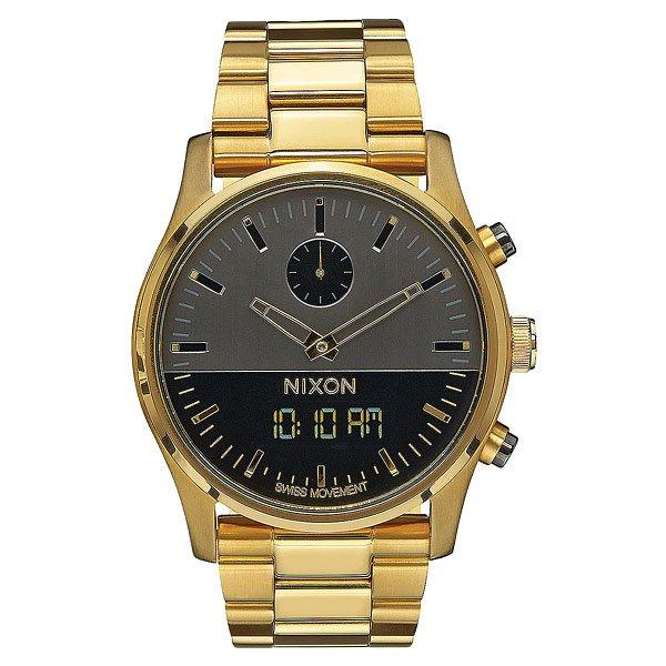 Кварцевые часы Nixon Duo Gunmetal/GoldСинхронизированный дизайн Ana-Digi с цифровой функцией в классическом исполнении.Технические характеристики: Швейцарский аналоговый и цифровой механизм с синхронными функциями.Время суток, двойное время, будильник, хронограф, дата (день, месяц, год).Возможно включить/отключить цифровой дисплей или установить для отображения следующие функции: часовой пояс, день/дата.Двухслойный циферблат.Люминесцентные метки на циферблате.EL подсветка.Цифровой дисплей с  LCD подсветкой.Прочный корпус из нержавеющей стали.Безель из нержавеющей стали.Закаленное минеральное стекло.Заводная головка и кнопки из нержавеющей стали.Задняя крышка из нержавеющей стали.Браслет из нержавеющей стали.Двойная застежка из нержавеющей стали с микро регулировкой.<br><br>Цвет: желтый<br>Тип: Кварцевые часы<br>Возраст: Взрослый<br>Пол: Мужской
