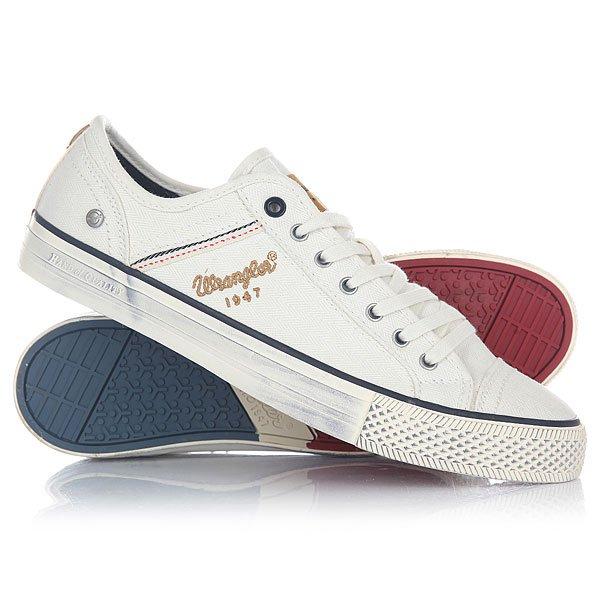 Кеды кроссовки низкие Wrangler Starry Low Canvas WhiteОтличные мужские кеды белого цвета с оригинальной полосой у края подошвы отWrangler - это незаменимая обувь на лето для стильных и спортивных мужчин. Кеды выглядят очень свежо и нарядно, отлично впишутся в Ваш повседневный гардероб, а благодаря комфорту, станут неотъемлемой обувью в Вашей жизни. Характеристики:На боковой вставке и язычке красуется фирменный логотип бренда. Подошва у носка - оригинальное декоративное рифление, которое вносит стильную изюминку в общий образ модели. Материал подошвы - вулканическая резина, дополненная надписью Wrangler и рифленостью, для лучшего сцепления с поверхностью. Кеды выполнены из натурального материала канвас, который обладает рядом преимуществ: износостойкость, воздухопроницаемость, а также водоотталкивающим эффектом.<br><br>Цвет: белый<br>Тип: Кеды низкие<br>Возраст: Взрослый<br>Пол: Мужской
