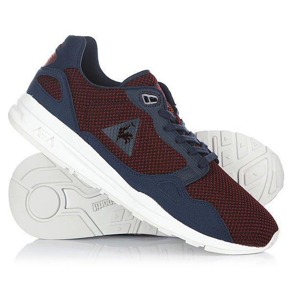 Кроссовки Le Coq Sportif Lcs R900 2 Tones An Dress BlueМодель R900 - одна из звезд в линейке обуви Le Coq Sportif. Контрастный верх из сетки с накладками из  искусственной замши, а также толстая подошва с амортизацией Dynactif полностью соответствуют модным тенденциям наступающего сезона.Технические характеристики: Двухцветная сетка и синтетическая замша.Текстильная подкладка и стелька.Цельный носок и высокая уплотненная пятка.Мягкий воротник и язычок.Плоская шнуровка.Амортизация Dynactif обеспечивает комфорт при любых обстоятельствах.Толстая резиновая подошва с нескользящим протектором.Логотип Le Coq Sportif.<br><br>Цвет: синий,бордовый<br>Тип: Кроссовки<br>Возраст: Взрослый<br>Пол: Мужской