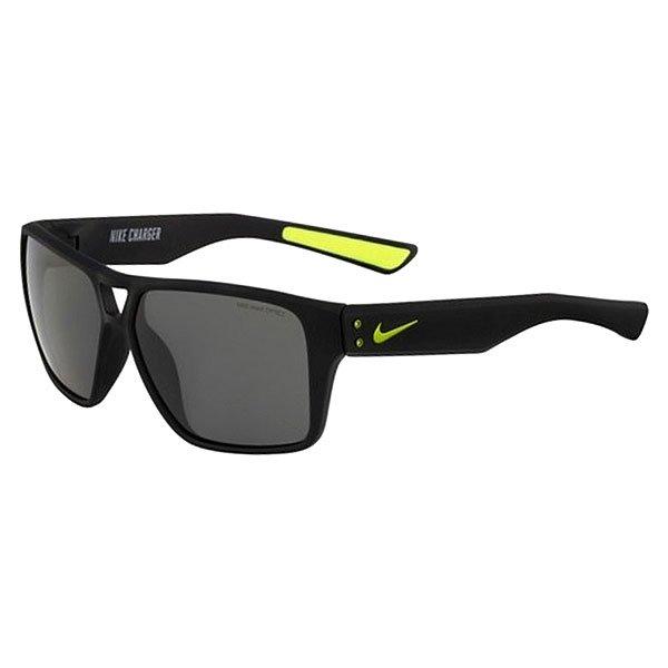 Очки Nike Optics Charger Matte Black/Grey LensСолнцезащитные очки в обтекаемом минималистичном дизайне. Невероятно легкая оправа с резиновыми элементами обеспечивают удобную посадку в любой ситуации.Технические характеристики: Легкий нейлоновый каркас для комфорта и долговечности.Дизайн оправы с 6 опорами для спокойной, комфортной посадки.100% защиты от УФ-лучей.Петли Cam-action.Технология Nike Max Optics - это передовое высокоточное оптическое решение для спортсменов. В сочетании с фотохромной технологией Transitions эти линзы способны адаптироваться к различным условиям спортивной деятельности и к изменениям освещения. Идеальные линзы для самых высоких спортивных результатов.Мягкие резиновые носовые упоры и дужки обеспечивают комфорт, сцепление и устойчивость.Логотип Nike.Ширина оправы 13,5 см, длина дужки 14 см, ширина линзы 5,9 см, высота линзы 4,6 см.<br><br>Цвет: черный<br>Тип: Очки<br>Возраст: Взрослый<br>Пол: Мужской