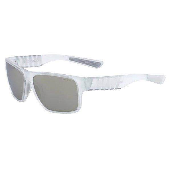 Очки Nike Optics Mojo R Matte Crystal Clear/Metallic Silver Smoke /Super Silver Flash LensЛегкие очки в смелом дизайне, который актуален в любое время и в любом месте.Технические характеристики: Легкий нейлоновый каркас для комфорта и долговечности.Дизайн оправы с 6 опорами для спокойной, комфортной посадки.Петли Cam-action.100% защиты от УФ-лучей.Мягкие носовые упоры и дужки.Технология Nike Max Optics - это передовое высокоточное оптическое решение для спортсменов. В сочетании с фотохромной технологией Transitions эти линзы способны адаптироваться к различным условиям спортивной деятельности и к изменениям освещения. Идеальные линзы для самых высоких спортивных результатов.Логотип Nike.Ширина оправы 14 см, длина дужки 14 см, ширина линзы 5,9 см, высота линзы 4,5 см.<br><br>Цвет: белый<br>Тип: Очки<br>Возраст: Взрослый<br>Пол: Мужской