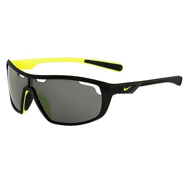 Очки Nike Optics Road Machine Black/Volt Grey LensДинамичные солнцезащитные очки в легкой спортивной оправе с линзами Nike Max Optics.Технические характеристики: Легкий нейлоновый каркас для комфорта и долговечности.Вентилируемые линзы.Петли Cam-action.100% защиты от УФ-лучей.Мягкие носовые упоры и дужки.Технология Nike Max Optics - это передовое высокоточное оптическое решение для спортсменов. В сочетании с фотохромной технологией Transitions эти линзы способны адаптироваться к различным условиям спортивной деятельности и к изменениям освещения. Идеальные линзы для самых высоких спортивных результатов.Логотип Nike.Ширина оправы 14,5 см, длина дужки 12,5 см, высота линзы 4 см.<br><br>Цвет: черный,серый<br>Тип: Очки<br>Возраст: Взрослый<br>Пол: Мужской