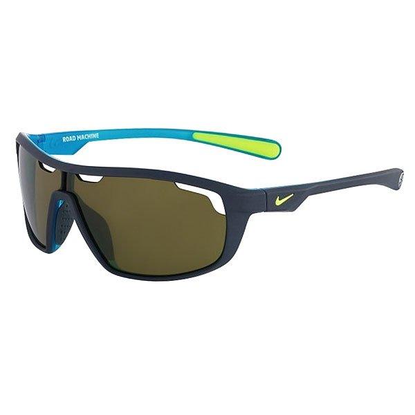 Очки Nike Optics Road Machine E Matte Dark Magnet Grey/Blue Lagoon Max Outdoor LensДинамичные солнцезащитные очки в легкой спортивной оправе с линзами Nike Max Optics.Технические характеристики: Легкий нейлоновый каркас для комфорта и долговечности.Вентилируемые линзы.Петли Cam-action.100% защиты от УФ-лучей.Мягкие носовые упоры и дужки.Технология Nike Max Optics - это передовое высокоточное оптическое решение для спортсменов. В сочетании с фотохромной технологией Transitions эти линзы способны адаптироваться к различным условиям спортивной деятельности и к изменениям освещения. Идеальные линзы для самых высоких спортивных результатов.Логотип Nike.Ширина оправы 14,5 см, длина дужки 12,5 см, высота линзы 4 см.<br><br>Цвет: серый,синий<br>Тип: Очки<br>Возраст: Взрослый<br>Пол: Мужской