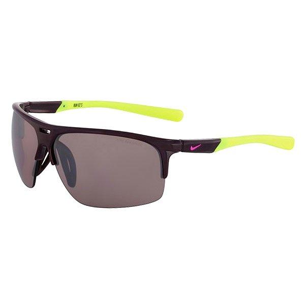 Очки Nike Optics Run X2 S E Deep Burgundy/Volt Max Speed Tint LensЭргономичные солнцезащитные очки в легкой спортивной оправе из облегченного нейлона с линзами Nike Max Optics.Технические характеристики: Легкий нейлоновый каркас для комфорта, гибкости и долговечности.Объемные линзы для максимального охвата.Петли Cam-action.100% защиты от УФ-лучей.Регулируемая и вентилируемая переносица.Технология Nike Max Optics - это передовое высокоточное оптическое решение для спортсменов. В сочетании с фотохромной технологией Transitions эти линзы способны адаптироваться к различным условиям спортивной деятельности и к изменениям освещения. Идеальные линзы для самых высоких спортивных результатов.Логотип Nike.Ширина оправы 15 см, длина дужки 13 см, высота оправы 4,7 см.<br><br>Цвет: бордовый<br>Тип: Очки<br>Возраст: Взрослый<br>Пол: Мужской