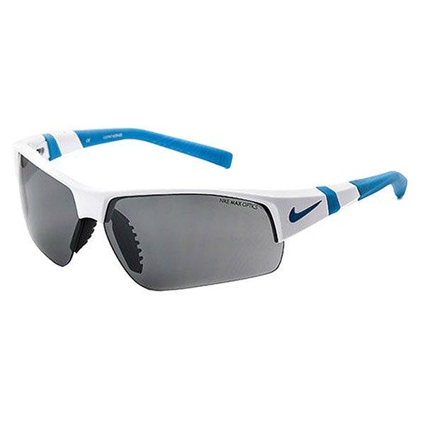 Очки Nike Optics Show X2 Shiny White/Neo Turq Grey / Silver Flash/Clear LensNike Show X2 - очки с отличным сцеплением, стабильностью и комфортом. Возможность установки сменных линз, а также Nike Max Lens Technology создают все условия для комфортной видимости в разных условиях. Идеально подходят для бейсбола и тренировок, они также функциональны для зимних видов спорта, гольфа, тенниса и велосипедных прогулок.Технические характеристики: Вентилируемая переносица улучшает комфорт и уменьшает запотевание.Петли Cam-action.100% защиты от УФ-лучей.Спортивный дизайн предлагает комфортное покрытие и сводит к минимуму визуальные помехи.Возможно устанавливать сменные линзы.Технология Nike Max Optics - это передовое высокоточное оптическое решение для спортсменов. В сочетании с фотохромной технологией Transitions эти линзы способны адаптироваться к различным условиям спортивной деятельности и к изменениям освещения. Идеальные линзы для самых высоких спортивных результатов.Логотип Nike.Ширина оправы 16 см, длина дужки 14 см, высота оправы 4,2 см.<br><br>Цвет: черный,серый<br>Тип: Очки<br>Возраст: Взрослый<br>Пол: Мужской