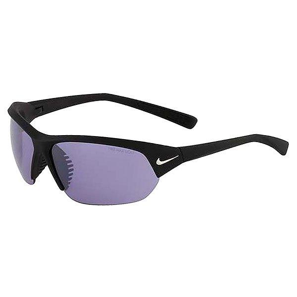 Очки Nike Optics Skylon Ace E Matte Black/Max Golf Tint LensЛегкие и комфортные очки, которые идеально подходят для игры в гольф. Благодаря инновационной технологии Nike MAX Optics Golf Tint, которая усиливает белый цвет мяча и улучшает контуры поля, очки обеспечивают точную визуальную информацию на всех углах зрения для максимального охвата.Технические характеристики: Легкий нейлоновый каркас для большего комфорта и долговечности.Линза Nike MAX Optics Golf Tint усиливает белый цвет мяча и улучшает контуры поля.Объемные линзы для максимального охвата.Петли Cam-action.Вентилируемый мост улучшает комфорт и уменьшает запотевание.100% защиты от УФ-лучей.Длина оправы 14 см.Длина дужки 13 см.Высота оправы 4  см.Логотип Nike.<br><br>Цвет: черный<br>Тип: Очки<br>Возраст: Взрослый<br>Пол: Мужской