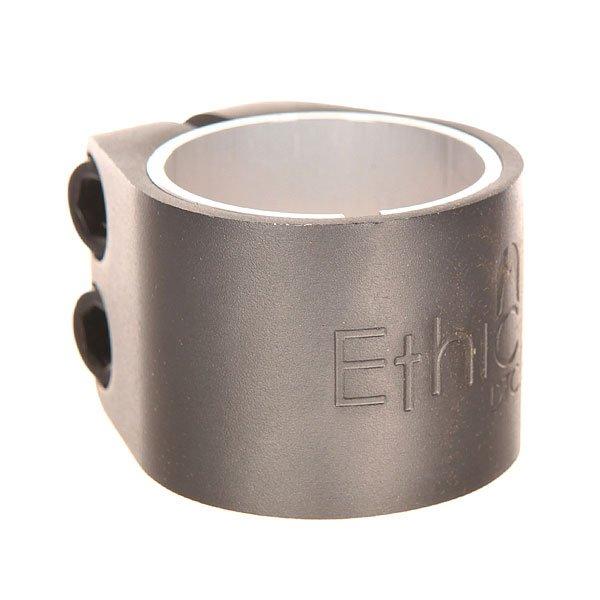 Зажимы Ethic Alu Basic Clamp True BlackДвойной алюминиевый зажим.Технические характеристики: Материал - алюминий 6061 T6.Подходит для руля 31,8 мм и 34,9 мм.Проставка в комплекте.2 винта M8.Логотип Ethic.<br><br>Цвет: серый<br>Тип: Зажимы