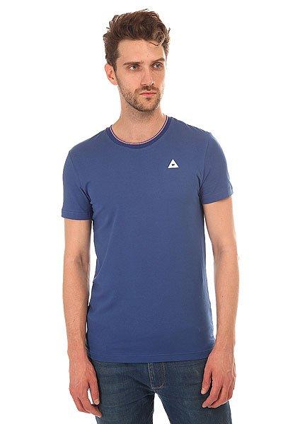 Футболка Le Coq Sportif Anglin Tee MazarineФутболка Le Coq Sportif выполнена из хлопкового трикотажа.Характеристики:Модель прямого кроя. Круглый вырез.Короткий рукав. Флок-принт в виде логотипа.<br><br>Цвет: синий<br>Тип: Футболка<br>Возраст: Взрослый<br>Пол: Мужской
