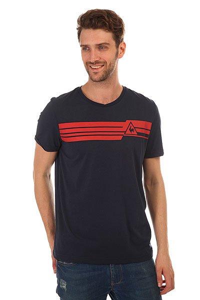 Футболка Le Coq Sportif Boucry Tee Dress BluesСтильная мужская футболка Le Coq Sportif выполнена из хлопкового трикотажа – то, что вы искали для летнего гардероба.Характеристики:Модель прямого кроя. Круглый вырез.Короткий рукав. Принт на груди.<br><br>Цвет: синий<br>Тип: Футболка<br>Возраст: Взрослый<br>Пол: Мужской