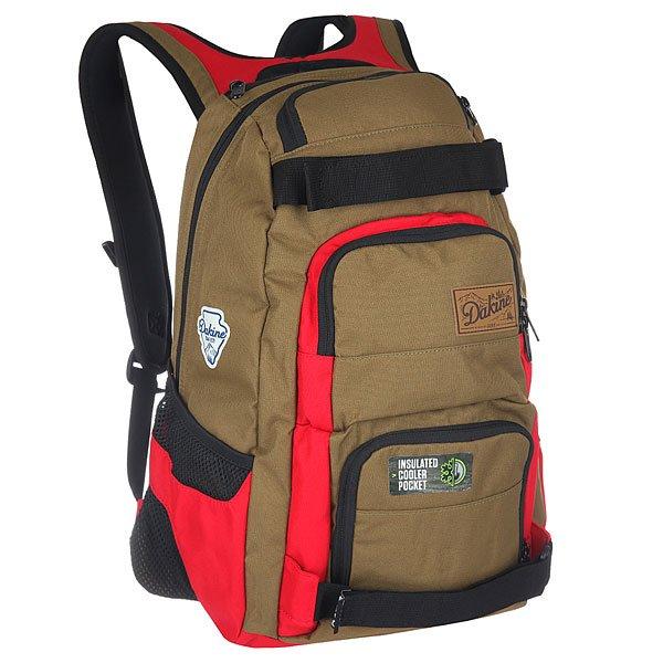 Рюкзак спортивный Dakine Duel GiffordБольшой, функциональный и практичный рюкзак с ремнями для крепления скейта. В этом рюкзаке Вы найдете все, что Вам нужно - множество удобных отделений для самых разных вещей, а также практичный дизайн на каждый день.Технические характеристики: Материал - полиэстер 600D.Основное отделение на молнии.Мягкий карман для ноутбука с диагональю экрана 14.Ремни для скейтборда.Герметичный кулер-карман для еды и напитков.Органайзер.Карман на флисовой подкладке для солнцезащитных очков.Сетчатые боковые карманы.Регулируемый нагрудный ремень.Эргономичные плечевые ремни и ручка.Логотип Dakine.<br><br>Цвет: коричневый,красный<br>Тип: Рюкзак спортивный<br>Возраст: Взрослый