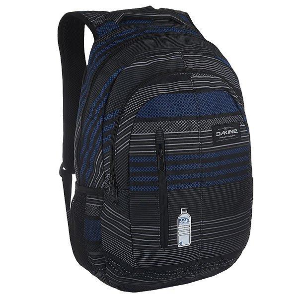 Рюкзак городской Dakine Foundation SkywayФункциональный городской рюкзак со множеством отделений для самых разных вещей дополнен мягкой спинкой и эргономичными плечевыми ремнями с пенным наполнителем для дополнительного комфорта.Технические характеристики: Материал - полиэстер 600D из переработанных пластиковых бутылок.Основное отделение на молнии.Мягкий карман для ноутбука отвечающий требованиям TSA. Подходит для большинства моделей ноутбуков с диагональю экрана 15.Эргономичная спинка и плечевые ремни с пенным наполнителем и вставками из дышащей сетки.Сетчатые боковые карманы.Внешний карман на молнии.Нагрудный регулируемый ремень.Мягкая нижняя панель.Логотип Dakine.<br><br>Цвет: черный,синий<br>Тип: Рюкзак городской<br>Возраст: Взрослый<br>Пол: Мужской