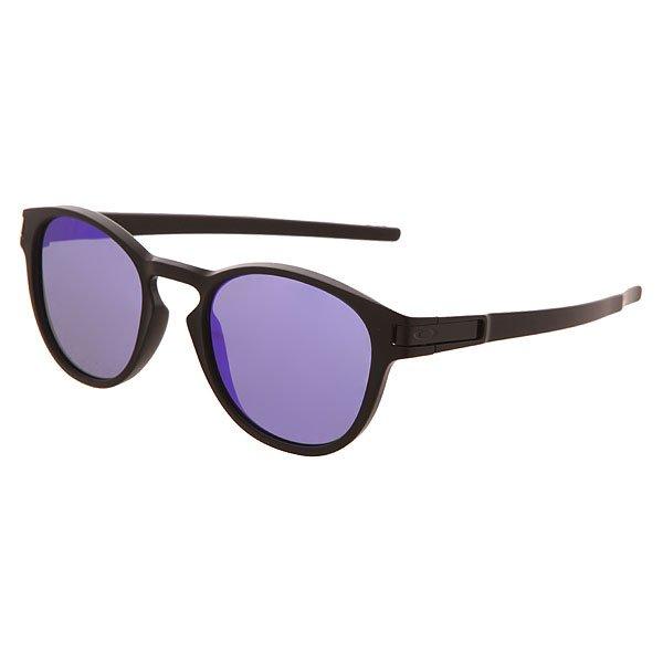 Очки Oakley Latch Matte Black/Violet IridiumСочетание классического и скетовогостиля вдохновило инженеров Oakley создать эту уникальную модель, которая не только является показателем высочайшего качества, но и несомненно, показателем стиля. 100% защита от ультрафиолета и +100 к Вашему образу. А благодаря большому ассортименту расцветок, Вы сможете подобрать пару, которая будет идеально подчеркивать Ваш лук.Характеристики:ОправаO Matter™.ЛинзыPlutonite®обеспечивают 100% защиты отUVA / UVB / UVC излучений. High Definition Optics® (HDO®) -прошли тестирование в Американском Национальном Институте стандартов качества. Three-Point Fitпрочное и надежное крепление линз в оправе.<br><br>Цвет: черный<br>Тип: Очки<br>Возраст: Взрослый<br>Пол: Мужской