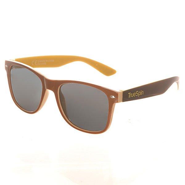 Очки TrueSpin Hongkong Brown/Yellow/BlackСолнцезащитные очки от немецкого бренда True Spin, выполненные в классическом силуэте. В качестве основного материала используется пластик. Характеристики:Оправа из пластика. Петли из нержавеющей стали. Ударопрочные поликарбонатные линзы. 100% защита от ультрафиолета.<br><br>Цвет: коричневый,желтый,черный<br>Тип: Очки<br>Возраст: Взрослый<br>Пол: Мужской