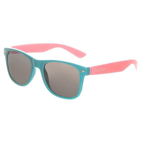 Очки TrueSpin Classic Turquoise/PinkСолнцезащитные очки от немецкого бренда TrueSpin, имеющие классическую wayfarer-оправу и зеркальные, цветные линзы. Характеристики:На дужках разместился белый логотип бренда. Оправа из пластика. Линзы из пластика. Металлические петли. Чехол в комплекте.<br><br>Цвет: голубой,розовый<br>Тип: Очки<br>Возраст: Взрослый<br>Пол: Мужской