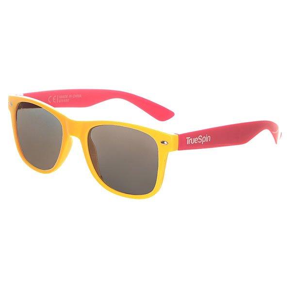 Очки TrueSpin Classic Yellow/PinkСолнцезащитные очки от немецкого бренда TrueSpin, имеющие классическую wayfarer-оправу и зеркальные, цветные линзы. Характеристики:На дужках разместился белый логотип бренда. Оправа из пластика. Линзы из пластика. Металлические петли. Чехол в комплекте.<br><br>Цвет: желтый,розовый<br>Тип: Очки<br>Возраст: Взрослый<br>Пол: Мужской