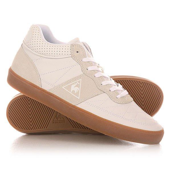 Кеды кроссовки высокие Le Coq Sportif Troca Mid Lea Gum Optical WhiteФранцузский лейблLe Coq Sportifотличает стремление к инновации и уверенность в своих силах. Вложив в разработку своей спортивной обуви в винтажном стиле и классических кед более чем 125-летний опыт, бренд сочетает минималистский подход и чистые линии с фирменными решениями, вдохновленными эстетикой ретро.Характеристики:Гладкая матовая кожа. Контрастные части под замшу. Шнуровка спереди. Фирменный логотип. Круглый прошитый нос. Вулканизированная резиновая подошва.<br><br>Цвет: белый<br>Тип: Кеды высокие<br>Возраст: Взрослый<br>Пол: Мужской