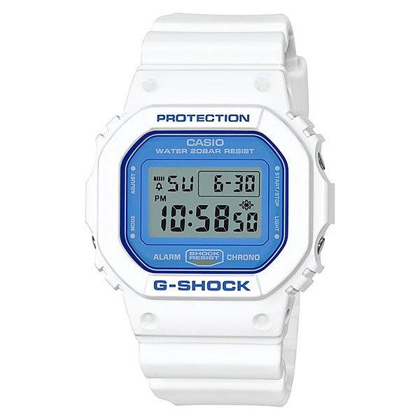 Электронные часы Casio G-Shock Dw-5600wb-7e White/DenimМужские наручные часы в спортивном стиле с оптимальным функционалом на каждый день.Технические характеристики: Электролюминесцентная подсветка.Ударопрочная конструкция защищает от ударов и вибрации.Секундомер.Таймер обратного отсчета с функцией автоповтора.Будильник - мульти сигнал.Ежечасный сигнал.Полностью автоматический календарь.12/24-часовое отображение времени.Минеральное стекло.Корпус из полимерного пластика.Ремешок из полимерного материала.Срок службы аккумулятора - 2 года.<br><br>Цвет: белый,синий<br>Тип: Электронные часы<br>Возраст: Взрослый<br>Пол: Мужской