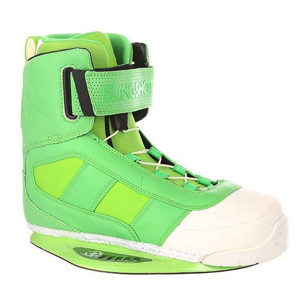 Крепления для вейкборда Slingshot Rad GreenСтильные ботинки с качественными характеристиками. Облегающий вкладыш Reflex и комбинированная система застежки на шнурках и липучках Trifecta-S Velcro позволит настроить посадку всего за несколько секунд.Технические характеристики: Особая конструкция позволяет лучше чувствовать и контролировать доску.Защита пятки тройной плотности.Удобная система шнуровки с верхней застежкой на липучке Trifecta-S Velcro.Стелька из пены EVA.Внутренник Reflex - ботинок легко надевать и снимать за счёт удобного внутренника с нескользящим материалом.Встроенные J-вставки, устраняющие подъем пятки и добавляющие устойчивость лодыжки.3D формованный язычок.Прочные швы.<br><br>Цвет: белый,зеленый<br>Тип: Крепления для вейкборда<br>Возраст: Взрослый<br>Пол: Мужской