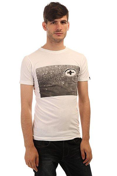 Футболка Etnies Bolted S/S Tee WhiteСтильная мужская футболка, выполненная из хлопкового трикотажа – то, что вы искали для летнего гардероба.Характеристики:Модель прямого кроя. Круглый вырез.Короткий рукав. Принт на груди.<br><br>Цвет: белый<br>Тип: Футболка<br>Возраст: Взрослый<br>Пол: Мужской