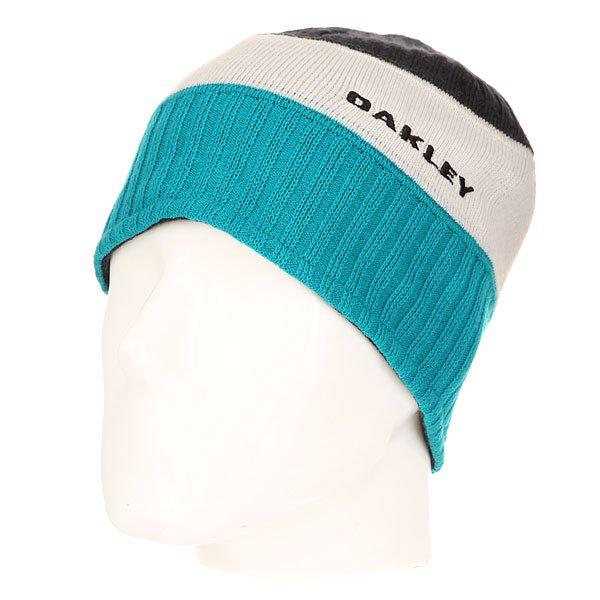 Шапка Oakley Chilkat Beanie Navy BlueВязаная шапка от Oakley в классическом стиле. Мягкая флисовая подкладка позволяет использовать шапку в двустороннем формате.Характеристики:Изготовлена из 100% акрила. Двусторонний фасон. Вязаный логотип на лицевой части.<br><br>Цвет: голубой,черный,бежевый<br>Тип: Шапка<br>Возраст: Взрослый<br>Пол: Мужской