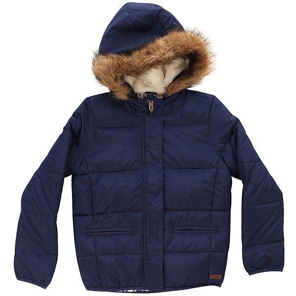 Куртка зимняя детская Roxy Harvest Blue PrintДетская стеганая куртка от Roxy.Технические характеристики: Стеганый дизайн.Подкладка с принтом.Водостойкая ткань 1000 мм с ПУ покрытием.Капюшон с подкладкой из шерпы.Отделка из искусственного меха на капюшоне./li&gt;Застежка на молнии и кнопках./li&gt;Два передних кармана.Кожаная нашивка с логотипом Roxy.<br><br>Цвет: синий<br>Тип: Куртка зимняя<br>Возраст: Детский