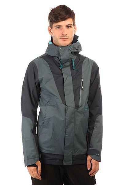 Куртка Oakley Banfield Jacket Navy BlueКатайтесь на любой местности и при любой погоде в куртке с 3-слойной защитой Hydrogauge™ 20. С производительной тканью и утеплителем Вы проведете свое время на склоне на одном дыхании и в этом нет ничего удивительного, потому как куртка от Oakley является выбором спортсмена Simon Dumont.Технические характеристики: Мембрана 3L Hydrogauge™ 20 специально разработана для катания на сноуборде в самых жестких условиях.Подкладка - Polar.Система утепления BioZone™ - специальная конструкция для управления влагой, теплом и комфортом.Полностью проклеенные швы.Фиксированный капюшон с регулировкой.Манжеты OOR™.Карманы для рук.Карман для телефона.Карман для маски.Скипасс карман.Вентиляционные отверстия на молнии.Материал MicroClear 2.0 ™ в кармане для протирания линз и масок HDO ™.Липучки VELCRO®.Эластичные манжеты с отверстием для большого пальца.Съемная снежная юбка с Lycra®.Подол с регулировкой.<br><br>Цвет: серый,синий<br>Тип: Куртка утепленная<br>Возраст: Взрослый<br>Пол: Мужской
