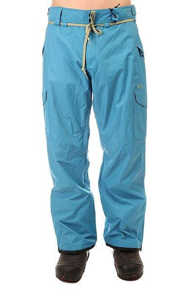 Штаны сноубордические Oakley Belmont Pant Utility BlueПрактичные сноубордические штаны с мембраной Hydrogauge™ 10 для защиты от дождя и снега.Технические характеристики: Водонепроницаемая мембрана Hydrogauge™ 10 блокирует дождь и снег.Регулируемый пояс с силиконовыми накладками.Вентиляционные отверстия с внутренней стороны бедра.Система крепления штанов к куртке.Гетры из Lycra®.Регулировка ширины манжет на кнопке.Армированные манжеты с защитой от износа и потертостей.Свободный крой.Набедренные карманы-карго.<br><br>Цвет: голубой<br>Тип: Штаны сноубордические<br>Возраст: Взрослый<br>Пол: Мужской