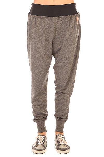 Штаны спортивные женские Roxy Warangai Pant Charcoal HeatherУдобные спортивные штаны свободного кроя – то, что надо для активного образа жизни.Характеристики:Свободный крой. Пояс на резинке.Резинки внизу штанин.<br><br>Цвет: серый<br>Тип: Штаны спортивные<br>Возраст: Взрослый<br>Пол: Женский