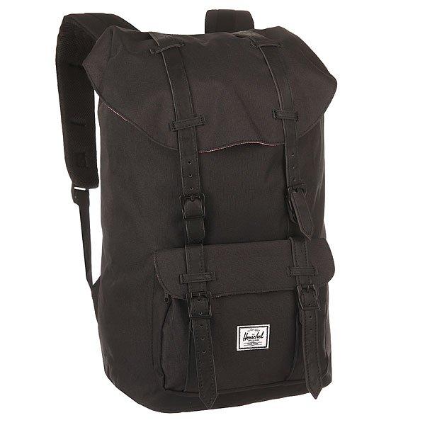 Рюкзак туристический Herschel Little America Black Synthetic LeatherУменьшенная копия легендарного рюкзакаLittle America™ - идеальный городской рюкзак, который отлично подойдет для учебы, работы или небольших путешествий. Удобный, практичный, стильный - все выполнено в лучших традициях качества Herschel!Характеристики:Просторное основное отделение.Отделение для ноутбука 13 на флисовой подкладке. Внешний карман на молнии. Магнитная застежка ремешка. Основное отделение утягивается шнурком.Внутренний карман с медиа-портом для наушников. Анатомические плечевые ремни с сетчатым материалом. Удобная петля для переноски. Фирменная нашивка на кармане.<br><br>Цвет: черный<br>Тип: Рюкзак туристический<br>Возраст: Взрослый<br>Пол: Мужской