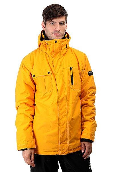 Куртка Quiksilver Mission Solid Cadmium YellowПрактичная мужская куртка в яркой цветовой гамме. Куртка имеет легкий, свободный крой, дополнена защитной мембраной DryFlight® 10К и надежным утеплителем Warmflight® 2 уровня.Технические характеристики: Мембрана DryFlight® 10K.Нейлоновая саржа.Утеплитель Warmflight® (тело 120 г, рукава 100 г, капюшон 80 г).Подкладка из тафты и сетки с трикотажными вставками с начесом.Критические швы проклеены.Сеточные вставки подмышками для вентиляции.Система пристегивания куртки к штанам.Регулируемый капюшон.Карман для скипасса.Внутренний карман для маски.Фиксированная снежная юбка из синтетической тафты.Брелок для ключей.Подол на утяжке.Застежка на молнии и липучках.<br><br>Цвет: желтый<br>Тип: Куртка утепленная<br>Возраст: Взрослый<br>Пол: Мужской