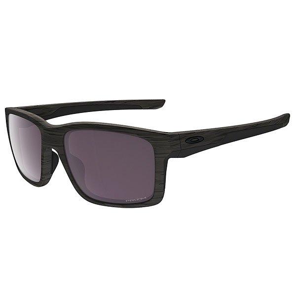 Очки Oakley Mainlink Woodgrain/Prizm Daily PolarizedИнновационные и комфортные очки с безопасной посадкой. Интегрированный материал Unobtainium® в сочетании с оправой O Matter™, вдохновленной технологией Oakley Crosslink™, создают уникальные очки в смешанном скульптурном дизайне, который идет в ногу со временем.Технические характеристики: Линзы PRIZM™ обеспечивают беспрецедентный контроль светопропускания в результате чего цвета точно настроены, чтобы увеличить контраст и улучшить видимость.Поляризованные линзы HDPolarized™ на 99% фильтруют отраженный свет без дымки и оптических искажений.Оптика высокой четкости HDO®, которая соответствует стандартам Американского Национального Института Стандартов для оптической ясности, визуальной точности и ударопрочности.Дужки и носовые упоры из материала Unobtanium®, который увеличивает сцепление несмотря на запотевание.Легкая и прочная оправа O-Matter™ из стрессоустойчивого материала для ежедневного комфорта и защиты.Поддержка Three-Point Fit, благодаря которой очки всегда останутся на месте.Оптимальная точность и ударопрочность, которые соответствуют или превышают стандарты ANSI z80.3.Ширина оправы - 13 см, высота линзы - 4 см, длина дужки - 13,8 см.<br><br>Цвет: серый,черный<br>Тип: Очки<br>Возраст: Взрослый<br>Пол: Мужской