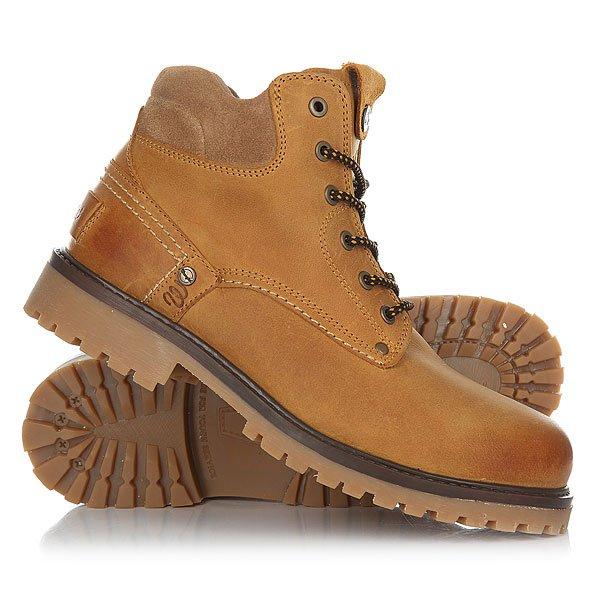 Ботинки зимние Wrangler Yuma Fur CamelОтличные мужские ботинки от Wrangler. Вы можете носить данную модель ранней весной, осенью и зимой. Не взирая на погодные условия, Вы можете наслаждаться как городскими индустриальными пейзажами, так прохладными вечерами вдали от города.Характеристики:Верх из кожи. Утепленная внутренняя отделка из искусственного меха. Цельнокроеный носок.Усиленный смягченный манжет.Классическая круглая шнуровка с тонированными люверсами. Широкий массивный язычок с тиснением. Цепкая прошитая подошва с невысоким каблуком и абразивным протектором.<br><br>Цвет: коричневый<br>Тип: Ботинки зимние<br>Возраст: Взрослый<br>Пол: Мужской