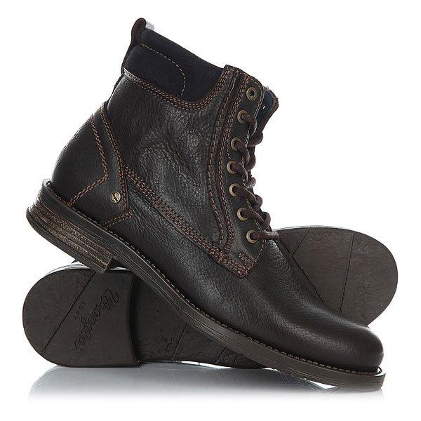Ботинки высокие Wrangler Cliff Dark BrownВысокие ботинки Wrangler придутся по вкусу многим ценителям удобства и практичности.Сделаны эти ботинки из актуальной в этом сезоненатуральной кожи.Аккуратная прострочка добавит некоторой изюминки внешнему виду ботинок, а особая рифлёная подошва позволит чувствовать себя уверенно. Характеристики:Верх из натуральной кожи. Мягкая внутренняя съемная стелька из пенорезины EVA с дополнительным подпяточником. Мысок усилен дополнительной вставкой. Внутренняя отделка из текстиля.Круглая шнуровка с металлическими тонированными люверсами.Цельнокроеный носок.Гибкая литая резиновая подошва с дополнительной прошивкой. Логотип на боковой части ботинка.<br><br>Цвет: коричневый<br>Тип: Ботинки высокие<br>Возраст: Взрослый<br>Пол: Мужской