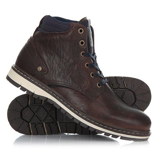 Ботинки высокие Wrangler Miwouk Dark BrownБотинки Wrangler – свобода и энергия! Для уверенно шагающих вперед молодых людей и уже давних поклонников бренда эта невероятно удобная обувь. Кожаные мужские ботинки Wrangler Miwouk от компании Wrangler – это писк этого сезона.Характеристики:Верх из натуральной кожи.Мягкая внутренняя съемная стелька из пенорезины EVA с дополнительным подпяточником.Внутренняя отделка из текстиля.Плоская шнуровка с тонированными металлическими люверсами.Цельнокроеный носок.Гибкая литая резиновая подошва с дополнительной прошивкой и абразивным протектором. Логотип сбоку ботинка.<br><br>Цвет: коричневый<br>Тип: Ботинки высокие<br>Возраст: Взрослый<br>Пол: Мужской