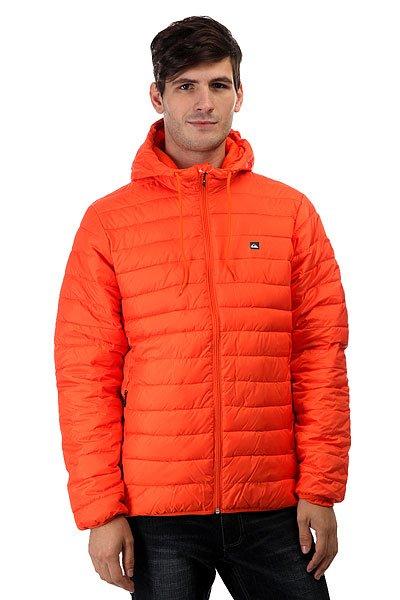Куртка зимняя Quiksilver Everydayscaly FlameСтеганная легкая куртка Quiksilver Everyday Scaly симитацией пухового наполнителя, полиуретановой пропиткой для защиты от дождя и эластичными манжетами и подолом для сохранения тепла и защиты от ветра. Отлично подойдет для неприятной погоды межсезонья, успешно впишется в любой гардероб.Характеристики:Стеганный дизайн с имитацией пухового наполнителя. Полиуретановая пропитка. Застегивается на молнию по всей длине. Карманы для рук на молнии. Эластичные манжеты и подол.Фирменный логотип Quiksilver. Состав: 100% полиэстер.<br><br>Цвет: оранжевый<br>Тип: Куртка зимняя<br>Возраст: Взрослый<br>Пол: Мужской
