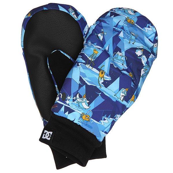 Варежки сноубордические детские DC Flag Mitt Adventure TimeТеплые детские варежки, готовые сохранить руки Вашего ребёнка в тепле и уюте в любых погодных условиях. 150 г утеплителя надежно защитят от холода, а мембранный материал 10k не допустит промокания. Яркий дизайн обязательно порадует юного райдера!Характеристики:Влагостойкий верх с мембраной 10k.Утеплитель 150 г. Эластичные манжеты. Замшевая вставка на большом пальце.Тканый фирменный логотип на кромке манжета. Состав: 100% полиуретан.<br><br>Цвет: синий,голубой,мультиколор<br>Тип: Варежки сноубордические<br>Возраст: Детский