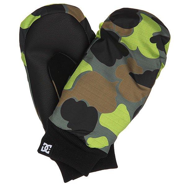 Варежки сноубордические детские DC Flag Mitt Camouflage Lodge YouТеплые детские варежки, готовые сохранить руки Вашего ребёнка в тепле и уюте в любых погодных условиях. 150 г утеплителя надежно защитят от холода, а мембранный материал 10k не допустит промокания. Яркий дизайн обязательно порадует юного райдера!Характеристики:Влагостойкий верх с мембраной 10k.Утеплитель 150 г. Эластичные манжеты. Замшевая вставка на большом пальце.Тканый фирменный логотип на кромке манжета. Состав: 100% полиуретан.<br><br>Цвет: черный,зеленый,коричневый<br>Тип: Варежки сноубордические<br>Возраст: Детский