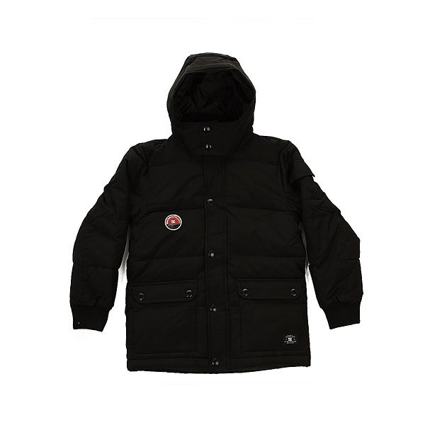 Куртка зимняя детская DC Arctic 3 BlackУтепленная детская куртка с  эластичными трикотажными манжетами и съемным капюшоном. Стеганая конструкция обеспечит комфортное тепло, а удобные накладные карманы вместят все необходимые в пути мелочи.Технические характеристики: Стеганый дизайн.Водостойкая пропитка.Съемный капюшон на кнопках.Накладные карманы для рук и внутренний карман.Дополнительный карман на рукаве.Эластичные трикотажные манжеты.Застежка на молнии с ветрозащитным клапаном на кнопках.<br><br>Цвет: черный<br>Тип: Куртка зимняя<br>Возраст: Детский
