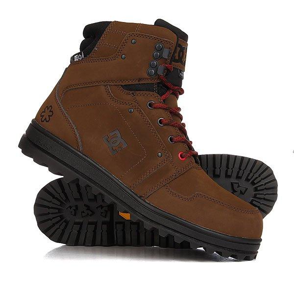 Ботинки зимние DC Shoes Spt Brown/BlackКрепкие, тёплые и водостойкие зимние ботинки из кожи. Между прочим, это выбор команды шейперов из Snow Park Technologies. Собственно, эта модель и есть коллаборация SPT x DC. Помимо вышеперечисленных достоинств, у данных ботинок подошва Vibram и стальная вставка на носке, чтобы не повредить пальцы ног. Если Вы шейпер, то это - must have. Если нет - тоже must have! Характеристики:Прочные высокие ботинки.Коллаборация DC x Snow Park Technologies. Кожа класса «премиум».Голенище с отделкой из сверхпрочного броневого нейлона.Водоотталкивающая пропитка материала. Укрепленный носок со стальной вставкой. Верх из текстурированной кожи. Тисненый брендинг DC x SPT. Изнанка с принтом от SPT в стиле цифрового камуфляжа и с брендингом Cold War. Прочная рельефная подошваVibram® Ice Trek гарантирует уверенное сцепление даже с самой неровнойповерхностью,а также обеспечивает отличную амортизацию и поддержку.<br><br>Цвет: коричневый<br>Тип: Ботинки зимние<br>Возраст: Взрослый<br>Пол: Мужской