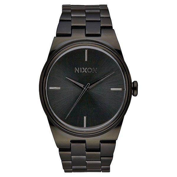 Кварцевые часы женские Nixon Nixon Idol All BlackNixon Idol - яркий пример совершенства в минимуме деталей. Дизайнеры выразили в этих часах идеальный баланс форм, в который как нельзя кстати вписывается хромированный циферблат с аккуратными стрелками и четырьмя делениями. Лаконичный силуэт завершен интересным браслетом с асимметрично расположенными звеньями, выполненный из нержавеющей стали, который отлично вписывается в общий стиль.Характеристики:Механизм:Японский кварцевый механизмMiyota. 3 стрелки. Настроечная головка около 3-часовой отметки.Корпус:Водонепроницаемый корпус 10 АТМ (до 100 м).Закаленное минеральное стекло. Задняя крышка на винтах из нержавеющей стали.Головка из нержавеющей стали. Браслет:4-секционный браслет.Двойная застежка с микрорегулировкой из нержавеющей стали.<br><br>Цвет: черный<br>Тип: Кварцевые часы<br>Возраст: Взрослый<br>Пол: Женский