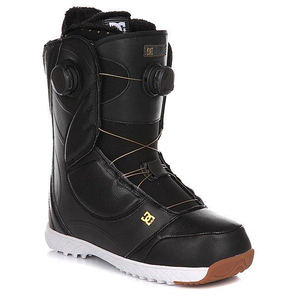 Ботинки для сноуборда женские DC Mora Black/GoldУниверсальные женские ботинки, которые несомненно порадуют Вас удобством шнуровкисистемы BOA, с помощью которой ботинок идеально садится по ноге, а формованный 3D язычок не позволяет оказывать на ногу неравномерное давление. Внутренняя стелька UniLite из вспененного EVA материала в сочетании со стелькой Impact S погасит вибрации и не позволит ногам устать на протяжении длинного катального дня. Прибавьте стильный дизайн с контрастными красными вставками и формованную кожу и Вы получите супер комфортные ботинки DC Mora.Характеристики:ШнуровкаBoa® Focus Closure System. Черные прочные шнуркиBoa®.Амортизирующая стелькаUniLite из вспененного материала EVA.Резиновая подошва с цепким протектором. Амортизирующая каучуковая стелькаImpact S для защиты. Поддержка лодыжки. Конструкция ботинка, позволяющая верхней части гнуться отдельно от нижней без деформации ботинка. Внутренник White Liner с вспененным наполнителем, запоминающим положение ноги. Формованный 3D язычок.<br><br>Цвет: черный<br>Тип: Ботинки для сноуборда<br>Возраст: Взрослый<br>Пол: Женский