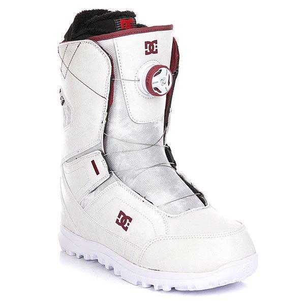 Ботинки для сноуборда женские DC Search Real White/SyrahDC Search - женский ботинок со шнуровкой Boa. Благодаря технологии Red Liner и 3D язычку анатомической формы,ботинок запоминает форму ноги,обеспечивая идеальную посадку. А простая в использовании технология BOA позволяет затянуть ботинок за считанные секунды даже не снимая перчаток. Характеристики:Жесткость: 6/10. Система шнуровки BOA H3 - быстрый и лёгкий способ затянуть ботинок для катания, обеспечив идеальную посадку по ноге, а затем расслабить ботинок для ходьбы. Технология Red Liner - многослойная конструкция внутреннего сапога с участием специальной EVA-пены, обладающей «памятью», в сочетании с его терморегуляционной флисовой подкладкой подарит идеальную посадку сапога, комфорт и тепло. Низкопрофильная стелька дает больший контроль над доской и в то же время смягчает отдачу на приземлении. Подошва UNILITE - запатентованная технология обеспечивает прочность, амортизацию, устойчивость к деформации и маленький вес. Она сконструирована так, чтобы избежать налипания снега. Новый 3D язычок анатомической формы для еще большего комфорта. Прочная конструкция. Стильный дизайн.<br><br>Цвет: белый,бордовый<br>Тип: Ботинки для сноуборда<br>Возраст: Взрослый<br>Пол: Женский