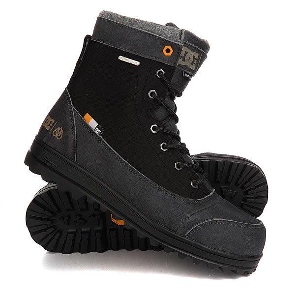 Ботинки высокие DC Travis Black/Battleship/BlaПрочные зимние ботинки DCTravisBootготовы к серьезным испытаниям холодом и влагой. Износостойкий водоотталкивающий материал в сочетании с утеплителем сохранят Ваши ноги в тепле и сухости, а цепкая подошва Vibram с выраженным протектором защитит от скольжения на льду.Ботинки из именной коллекции прорайдера DCТрэвиса Райса.Характеристики:Водонепроницаемая снегозащитная конструкция. Верх из текстурированной кожи и нейлона Ripstop. Водонепроницаемая молния для легкого надевания/снимания. Гибкая прочная подошва Vibram с выраженным протектором. Укрепленный носок со стальной вставкой. Укрепляющие вставки в язычке.Утеплитель Cosmo Therm 200 gm.<br><br>Цвет: черный,серый<br>Тип: Ботинки высокие<br>Возраст: Взрослый<br>Пол: Мужской