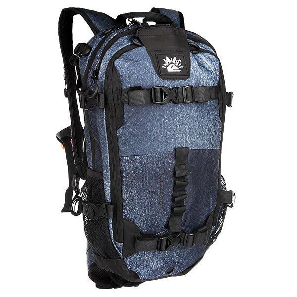 Рюкзак туристический Quiksilver Qs X Jd BlackКоллаборация Julien David X Quiksilver. Функциональный рюкзак Oxydized для активного отдыха со специальными креплениями для лыж и сноуборда. В рюкзаке имеются несколько карманов для необходимых вещей на склоне.Технические характеристики: Передний карман для крепления щупа и лопатки с быстрым доступом.Карман для одной или двух масок на флисовой подкладке.Компактная петельная система крепления лыж.Система горизонтального и вертикального крепления сноуборда.Подходит для использования с системой гидрации.Съемный ремень на уровне пояса.Формованные заплечные лямки.Регулируемая горизонтальная лямка для оптимального распределения нагрузки.Сигнальный свисток.<br><br>Цвет: черный,синий<br>Тип: Рюкзак туристический<br>Возраст: Взрослый
